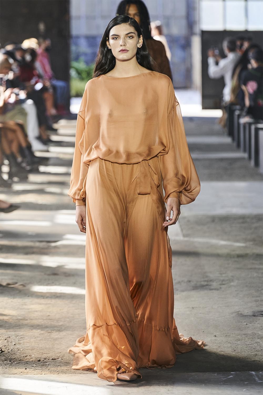 Неделя моды в Милане: Valentino представил коллекцию, вдохновленную цветами (ФОТО) - фото №10