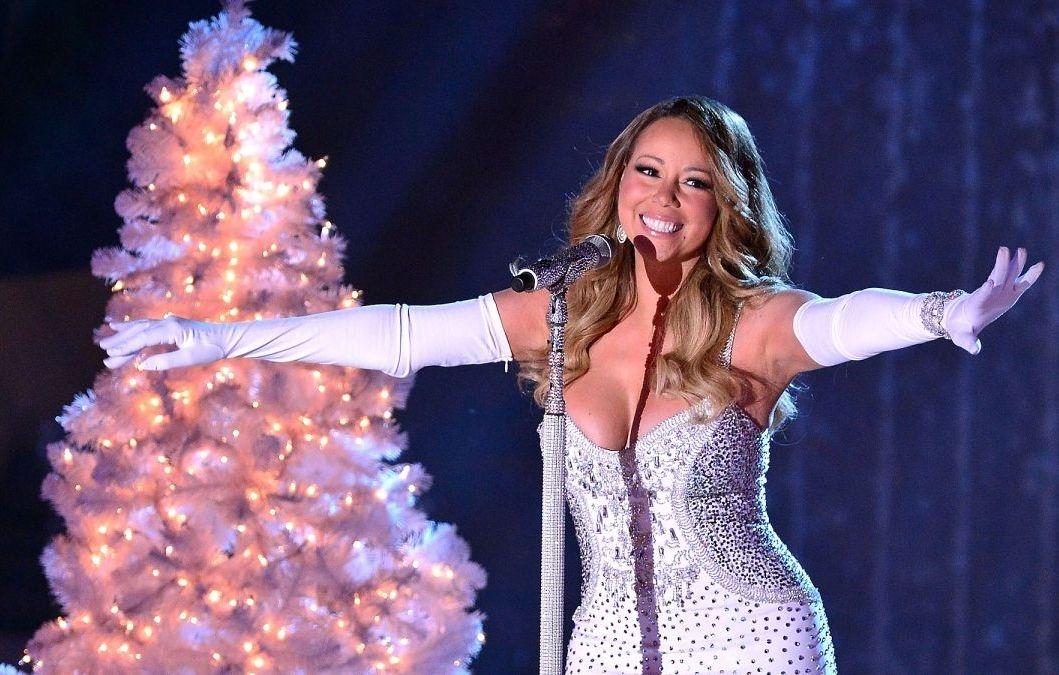 Рождественская песня Мэрайи Кэри побила рекорд по числу прослушиваний в Spotify - фото №1