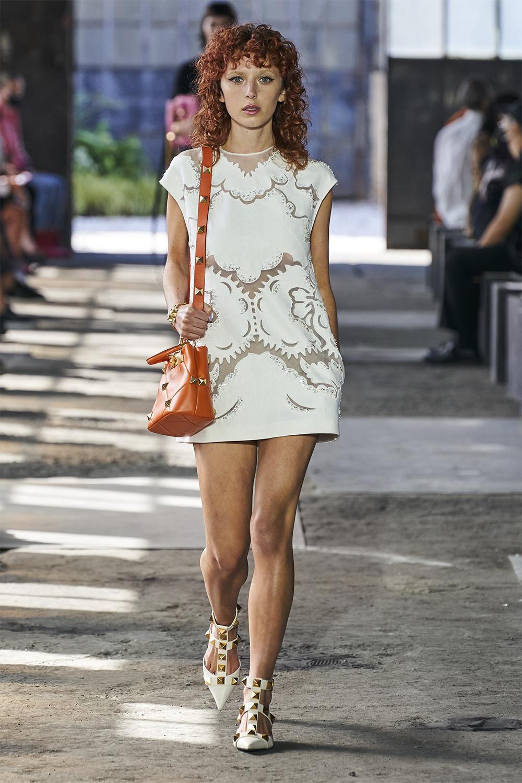 Неделя моды в Милане: Valentino представил коллекцию, вдохновленную цветами (ФОТО) - фото №5
