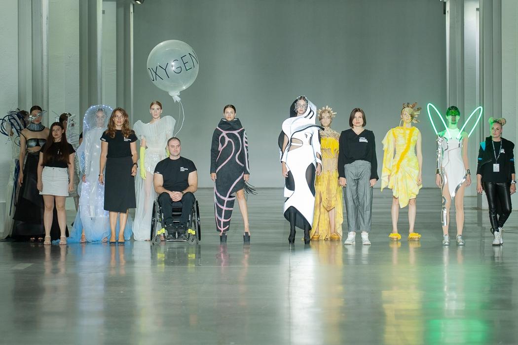 Итоги четвертого дня Ukrainian Fashion Week noseason sept 2021: новые лица, кибер-мода и виртуальный показ - фото №4