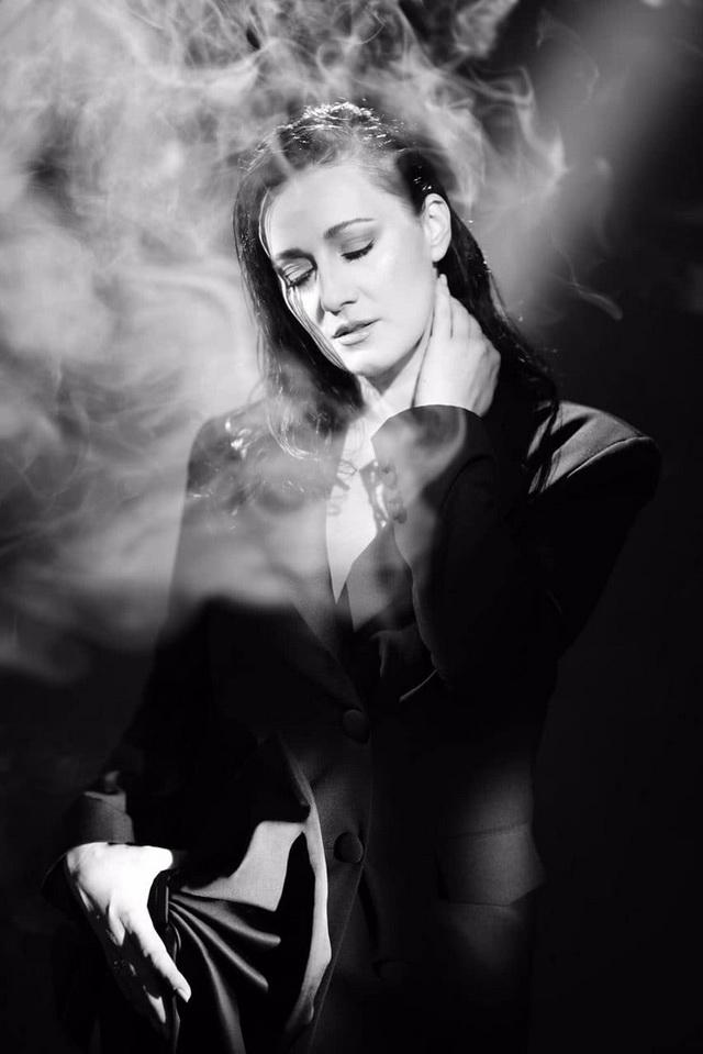 Украинская Моника Беллуччи: ведущая Соломия Витвицкая заинтриговала серией черно-белых фото - фото №2