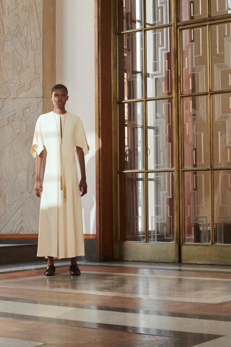 Современная элегантность в новой коллекции Victoria Beckham Resort 2022 (ФОТО) - фото №3