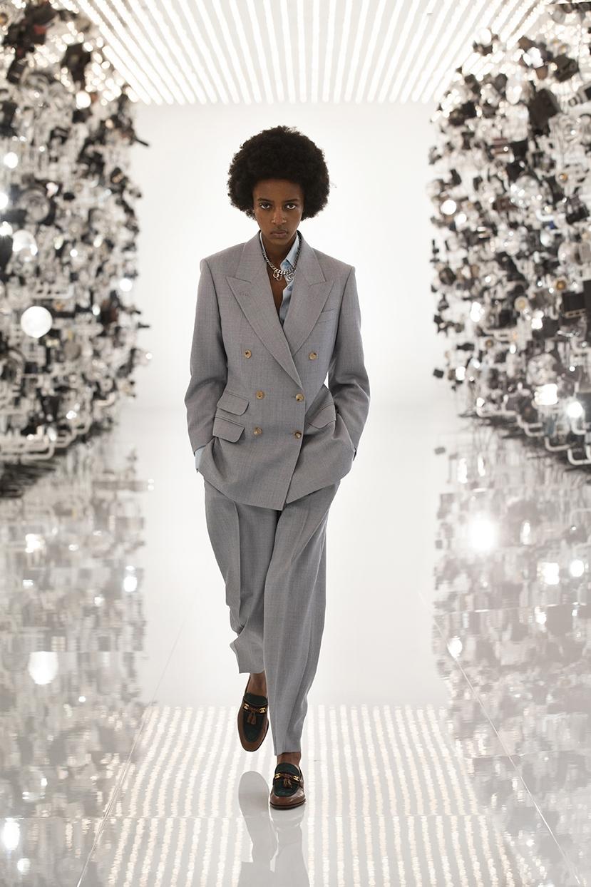 Огромные плечи и сумки в виде сердца: Gucci представили коллаборацию с Balenciaga (ФОТО) - фото №2